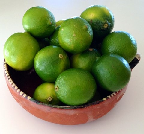 Picture of Fresh Mexican Key Limes&nbsp;- Item No.&nbsp;77745-31210